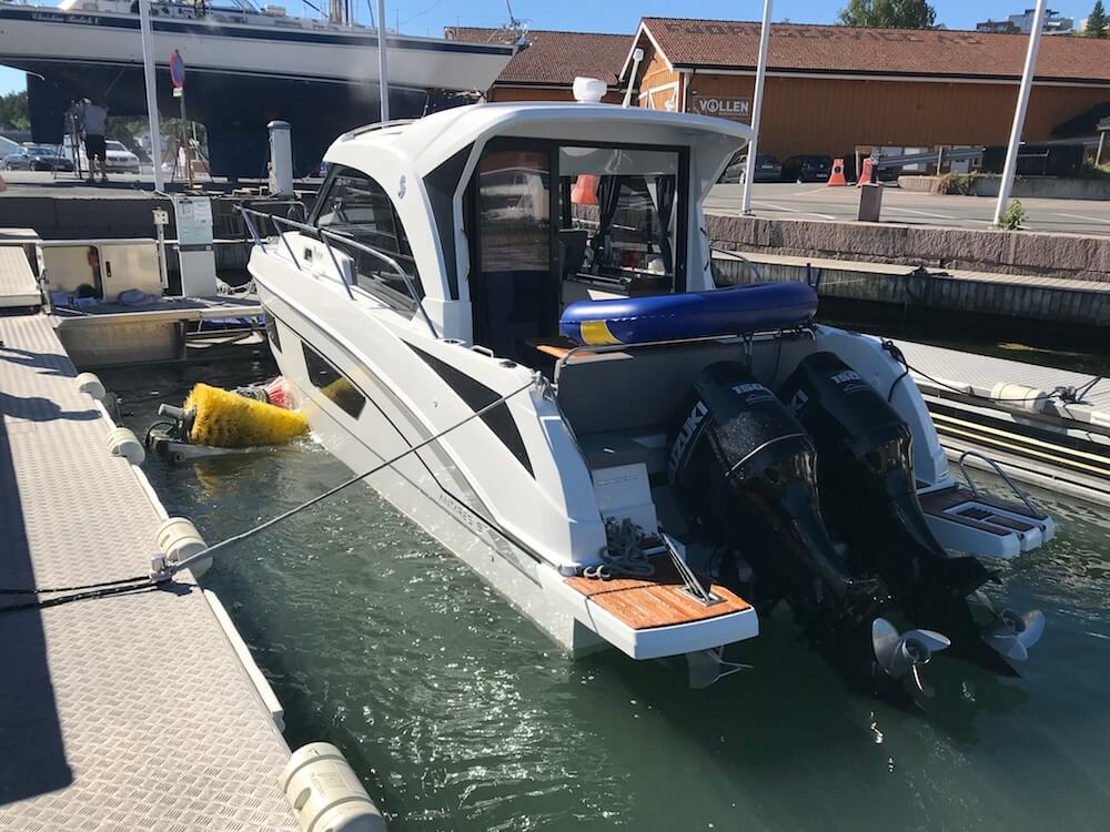 Hull cleaning - outboard motor