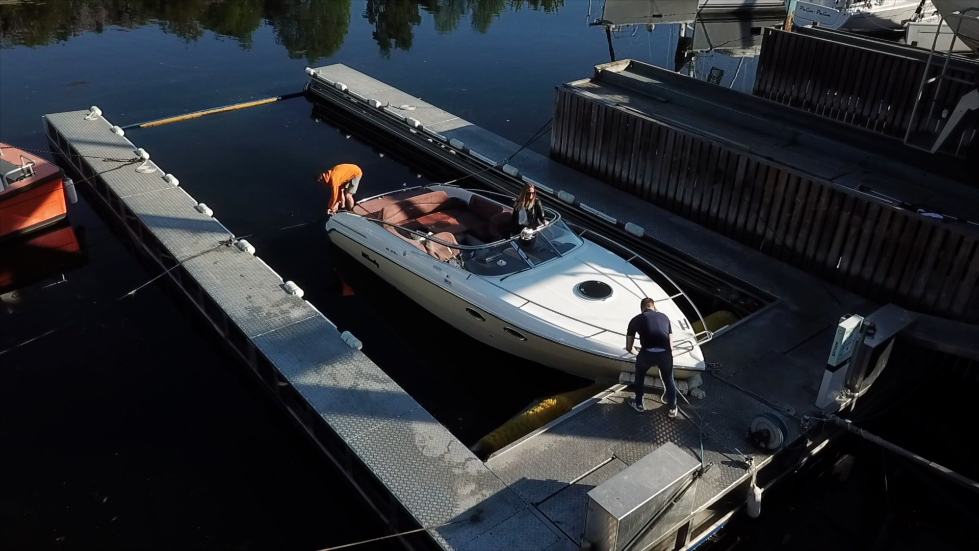 Motorboat hull cleaning
